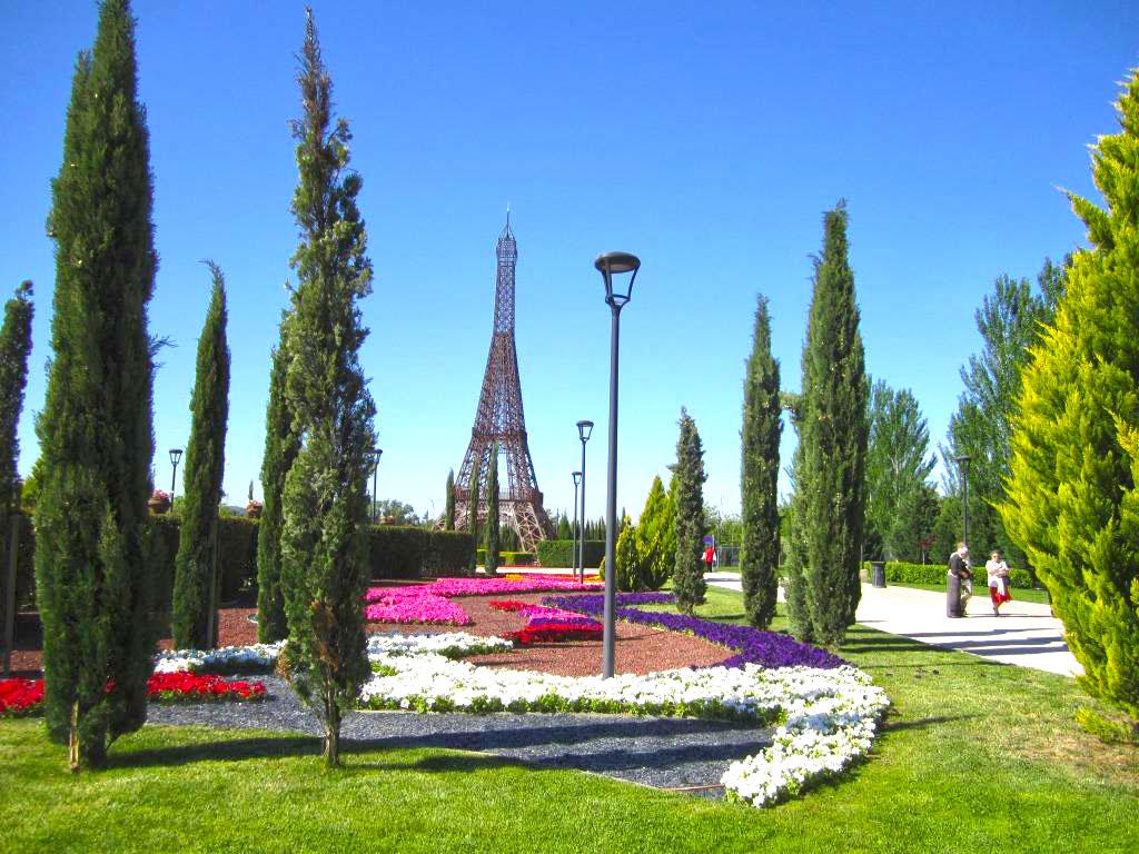 Torre Eiffel en Parque Europa de Torrejón